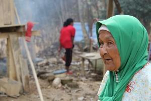 Seorang mangsa Bah Kuning 2014, selama beliau tinggal di Kg Limau Kasturi inilah kali pertama Banjir yang dahsyat berlaku hingga memusnahkan rumahnya.