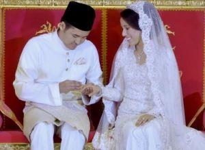 Pasangan pengantin baru,Daniyar Kessikbayev, 27, dan puteri Perdana Menteri, Nooryana Najwa, 27, selamat diijab kabulkan pada majlis akad nikah di Seri Perdana di sini malam tadi