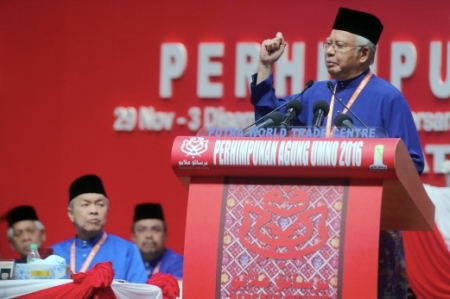KUALA LUMPUR 01 DECEMBER 2016. Presiden Umno Datuk Seri Najib Razak menyampaikan ucapan dasar pada Majlis Perasmian Perhimpunan Agung Umno Ke-70 di Pusat Dagangan Dunia Putra (PWTC). Turut kelihatan Naib Presiden UMNO, Datuk Seri Ahmad Zahid Hamidi . NSTP/ ABDULLAH YUSOF